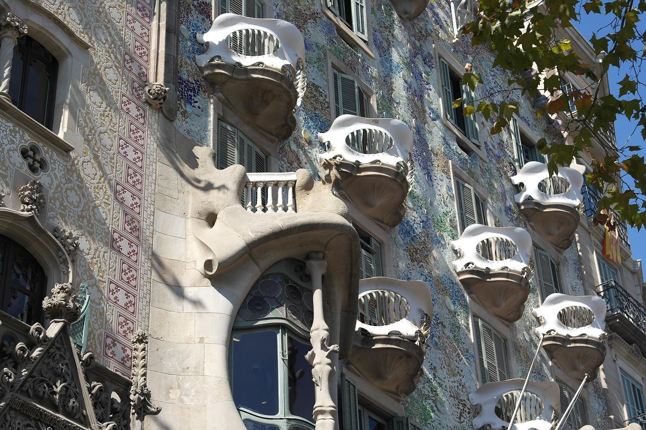 antoni-gaudi architect.bjc.esantoni-gaudi architect.bjc.es