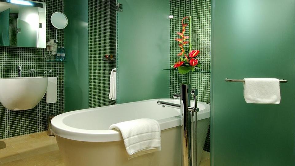 Cuarto de baño, cómo usar el color Greenery de Pantone en interiorismo y decoración