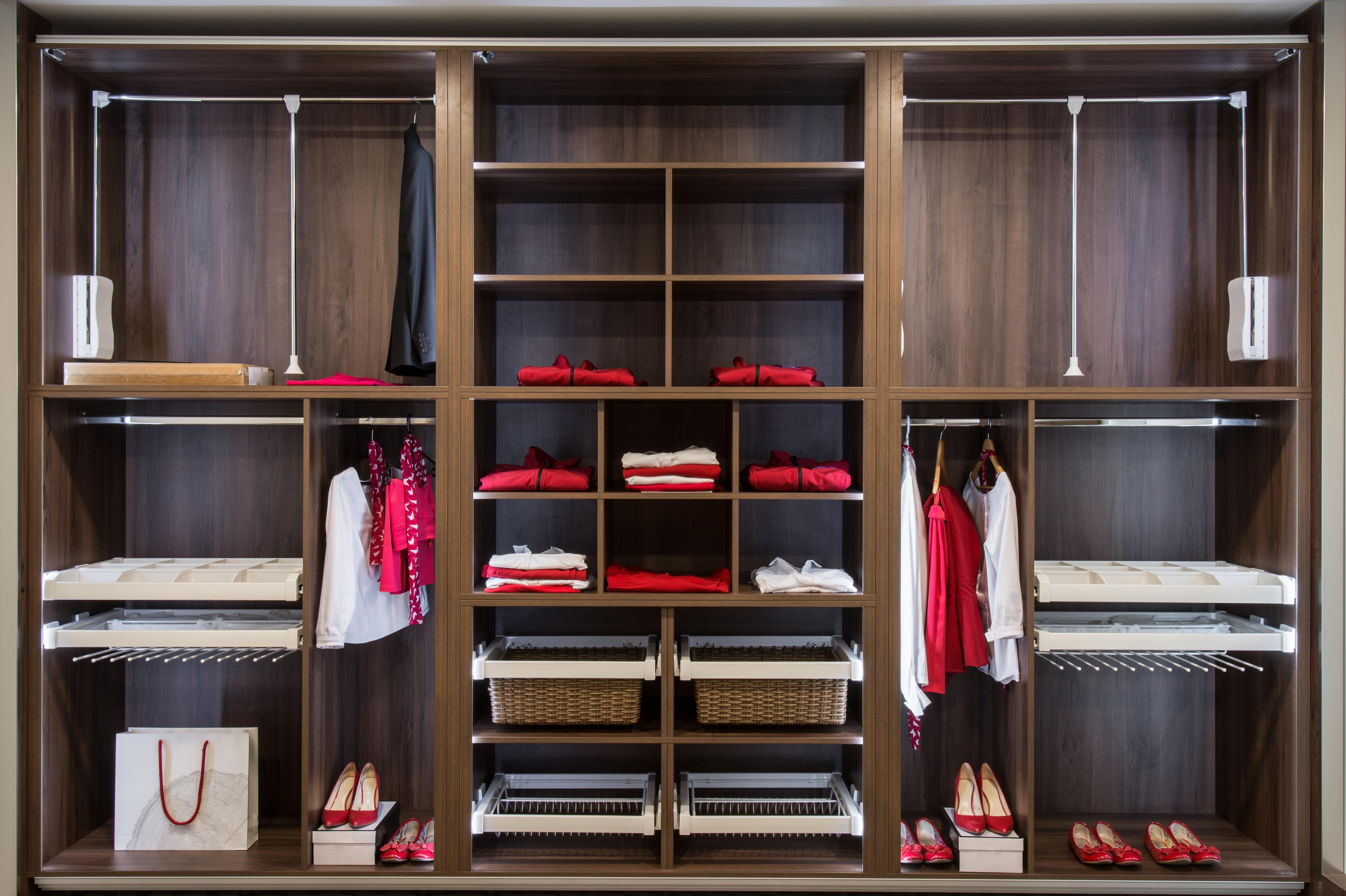 Dise o de armarios configurar un armario empotrado bjc - Como organizar un armario empotrado pequeno ...